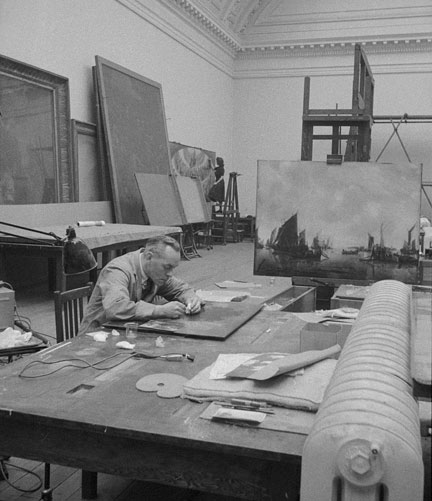 Conservators at work in the Restoration Department in Room XXV (now Gallery 9), 1946 © The National Gallery, London
