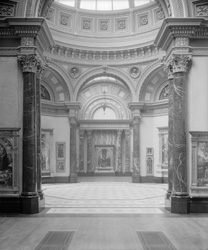 Room 36, an octagonal gallery
