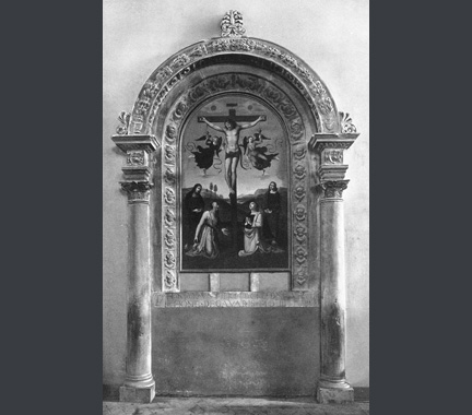 The sandstone frame of Raphael, The Mond Crucifixion
